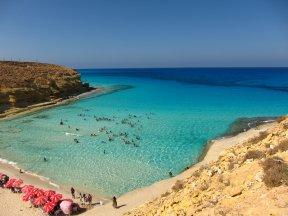 На центральной и южной части египетского побережья в апреле уже вполне комфортно можно купаться.jpg